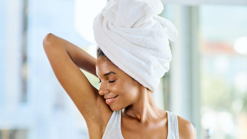 Waxing selber machen: So gelingt dir die Haarentfernung zu Hause