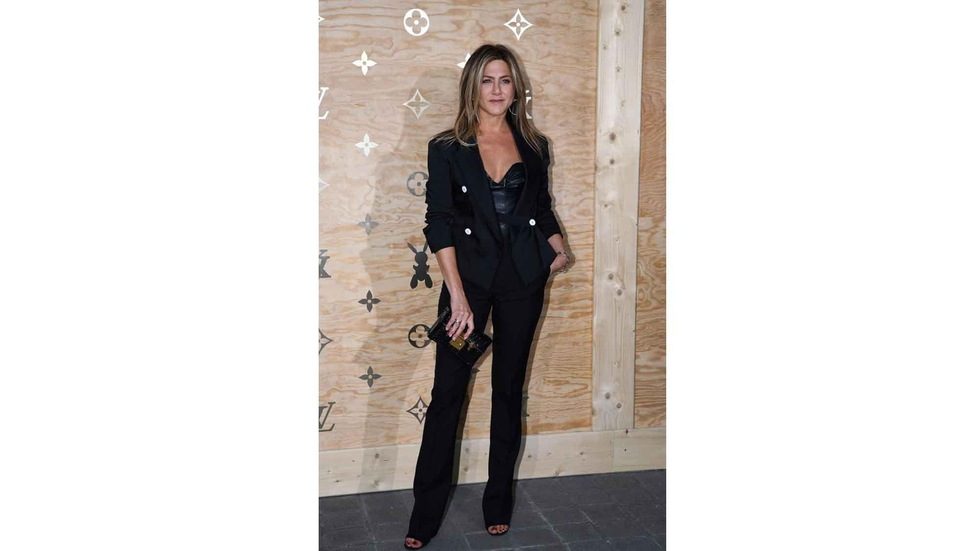 Jennifer Aniston Blazer-Look
