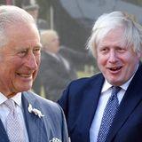 Alles im Griff, Boris? Er kann sich das Lachen nicht verkneifen