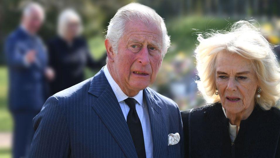 Emotionen im Blumenmeer: Gemeinsam gedenken sie Prinz Philip