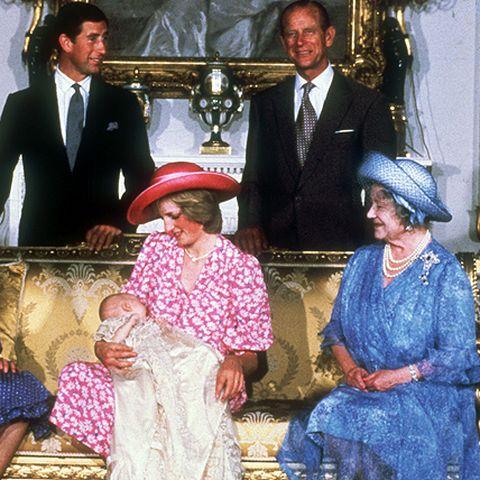 Am 21. Juni 1982 kommt ihr erster Sohn Prinz William zur Welt, die ganze Königsfamilie rückt an.
