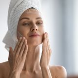 Nachtcreme für reife Haut: So reduziert sie Falten im Schlaf