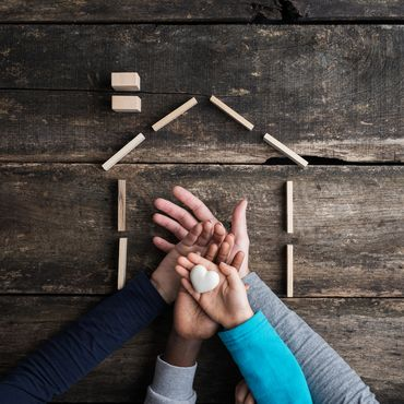 Liebevolles Zuhause für vier Geschwister: Ehepaar adoptiert zwei Zwillingspaare