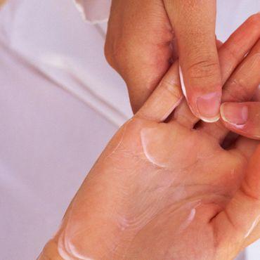 Massage - Entspannte Finger durch die Handmassage