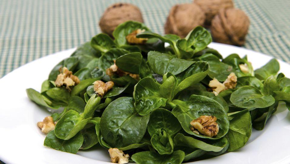 Feldsalat mit Walnüssen   Herbstlicher Salat