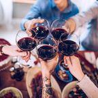 Mit diesem Wein-Probierpaket füllen wir unsere Minibar zuhause auf