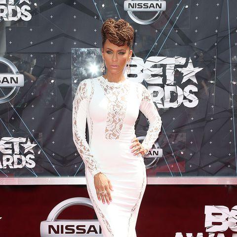 BET Awards - Nicole Ari Parker weißes Outfit, hochgesteckte Firsur