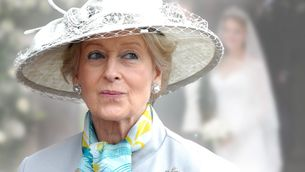 Schleier, Tiara & royaler Glamour: Ihre Enkelin verzaubert als Braut