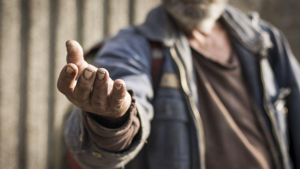 Ein Obdachloser hat auf der Straße 15.000 Dollar gefunden - und damit andere geholfen.