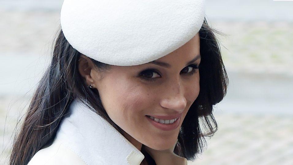 Meghan Markle - In Brautkkleid-Weiß! Beim ersten Termin mit der Queen ist sie die Eleganz in Vollendung