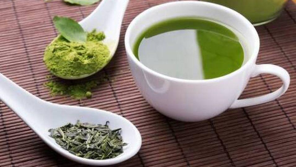 Abnehmen:: So hilft Grüner Tee gegen die Pölsterchen am Bauch