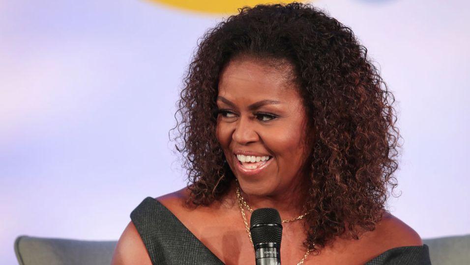 Knalliger Trend: Michelle Obama und andere Celebrities tragen diesen Sweater ständig