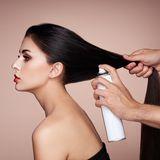 Wie vom Profi: Dank dieses Tricks sehen einfache Frisuren sofort glamourös aus