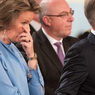 Mathilde von Belgien (Steph) A) Guck mal, unsere Kleine! Bei Elisabeths Anblick greift sie die Hand des Königs