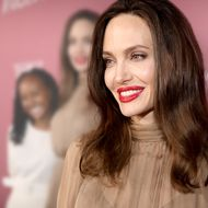 Angelina Jolie: Zaharas großer Auftritt – doch sie klammert sich schüchtern an ihre Mutter
