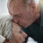 98-Jähriger läuft jeden Tag 20 Kilometer, um seine Frau zu sehen Primary tabs