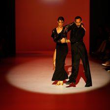 Rebecca Mir auf der Fashion Week in Berlin mit ihrem Mann Massimo Sinato