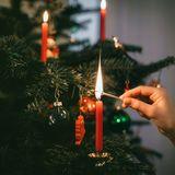 Er war zu trocken: Weihnachtsbaum setzt Haus in Brand