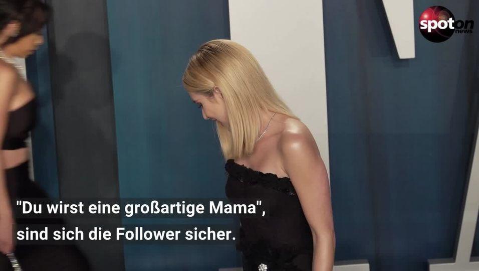 Emma Roberts präsentiert ihren Babybauch im Babydoll-Kleid