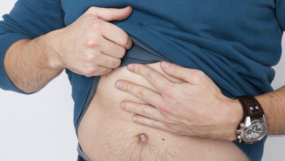 Eine akute Bauchspeicheldrüsenentzündung führt fast immer zu starken Schmerzen im Oberbauch.