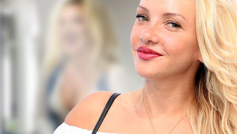 """Wuschelmähne & XXL-Ausschnitt – Fan: """"Du siehst aus wie Pamela Anderson"""""""