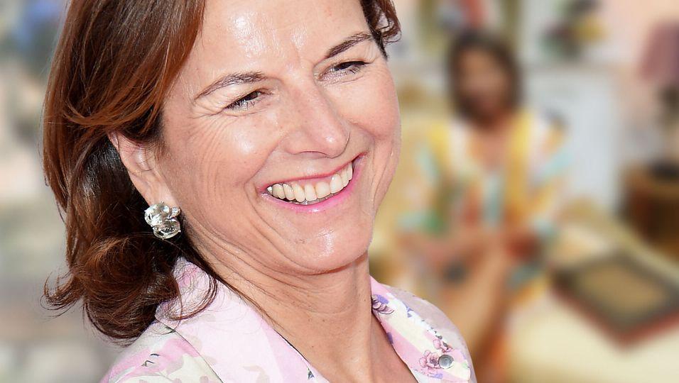 Sommerkleid & Strahlelächeln: Sie sieht jünger aus denn je
