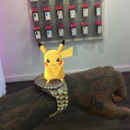 Soulja Boy mit einem Pikachu auf der Uhr.