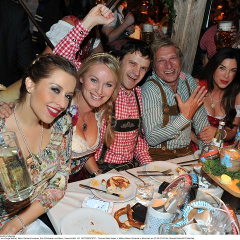 Alexandra Polzin (Dirndl von Klinga Mathe), Mann Gerhard Leinauer,  Eva Gr¸nbauer und Mann, Verena Kerth