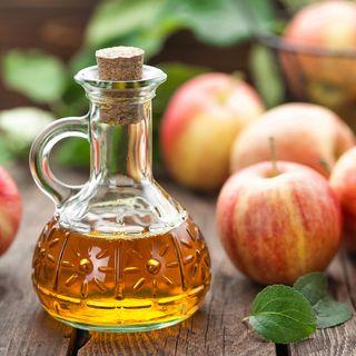 Flasche Apfelessig, Äpfel