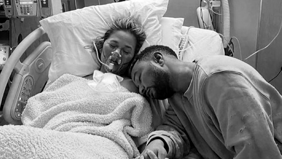 Nach Verlust ihres Babys: Chrissys Mutter teilt ein emotionales Video