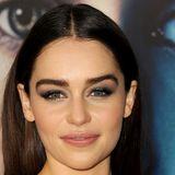 Emilia Clarke mit blauen Smokey Eyes - Rauchiges Augen Make-up