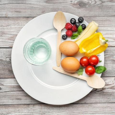 Eine Diät nach der 16:8-Methode bringt dir viele Vorteile.