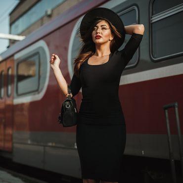Dieses Herbstkleid zaubert eine feminine Silhouette - und das unter 30 Euro
