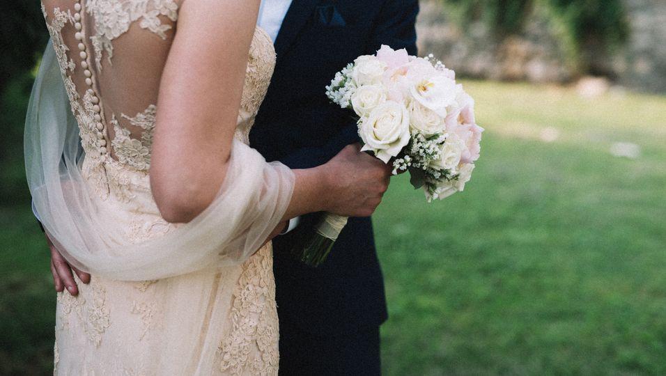 Ein Paar aus Großbritannien heiratete, kurz bevor die Frau ihrem Krebsleiden erlag.