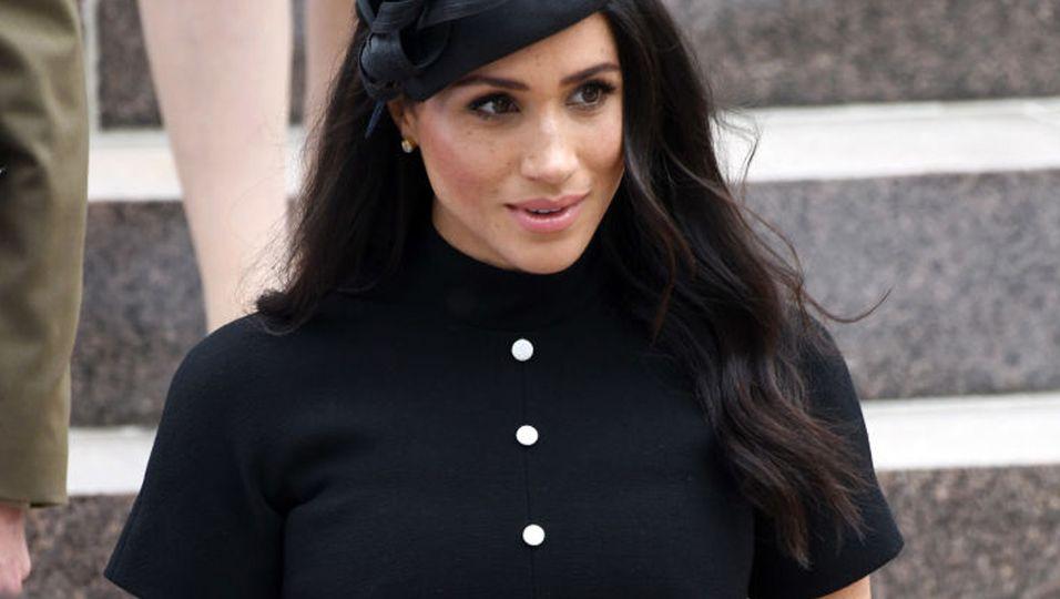 Schwarzer Klassiker: Dieses Kleid von Only sieht Herzogin Meghans zum Verwechseln ähnlich