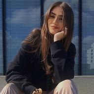 Lisa Straube: Beruf, Beauty-Eingriffe, Lieblingsverein? Sie steht Rede und Antwort