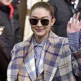 Gigi Hadid, Chiara Ferragni & Caro Daur: Bunte Trenchcoats sind in - und wir shoppen sie bei H&M & Co.!