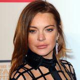 Lindsay Lohan in einem schwarzen Kleid.