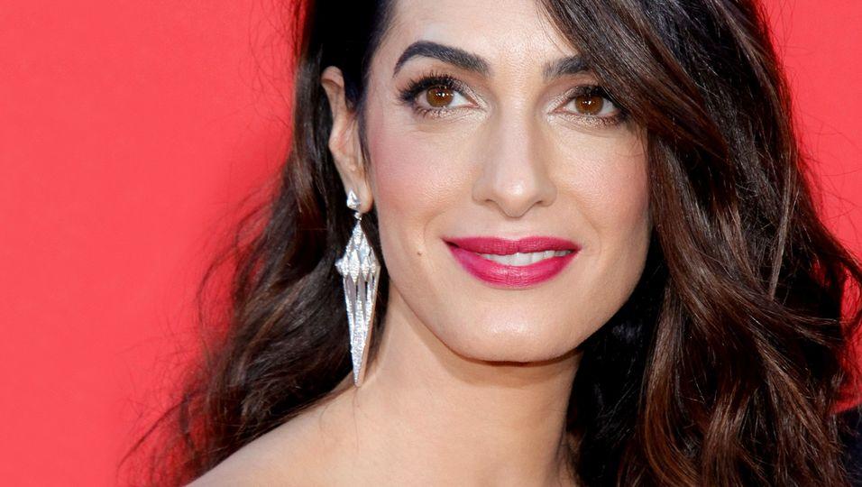 Amal Clooney - Superglamourös im schillernden Mosaik-Look: Das kann nur sie tragen!