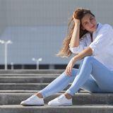 In dieser Farbe sind Jeans perfekt für heiße Tage